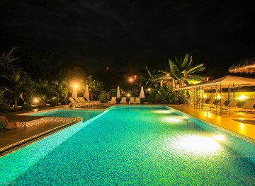 Hotel-Bocas-del-Mar-de-noche_Boca-Chica_Chiriqui-