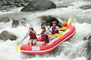 Rafting_on_the_Sarapiqui_River_-_Class_3-4_3